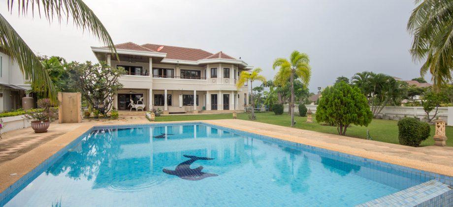 Beautiful Pool Villa on Golf Course (10999)