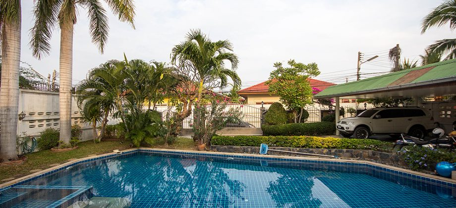 Beautiful Villa in Town for Sale (11032)