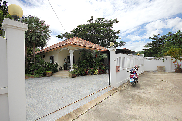 Beautiful Bungalow for Sale (10979)