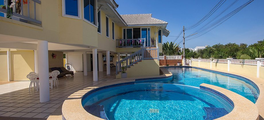 Spacious House with Big Pool for Sale (11247)