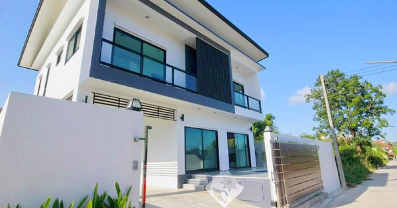 Modern Two Storey House For Sale (11030)