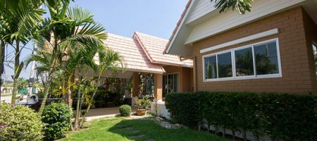 Bungalow in Hua Hin for Rent (30500)