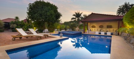 Luxurious House with Private Pool Soi 94 for Rent (30689)