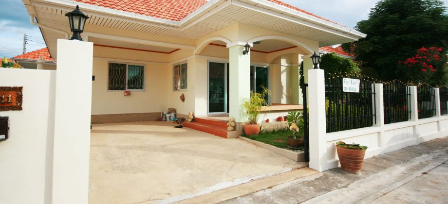 Small Bungalow Near Town for Rent (30250)
