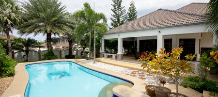Luxury Pool House With Large Plot Of Land (30436)