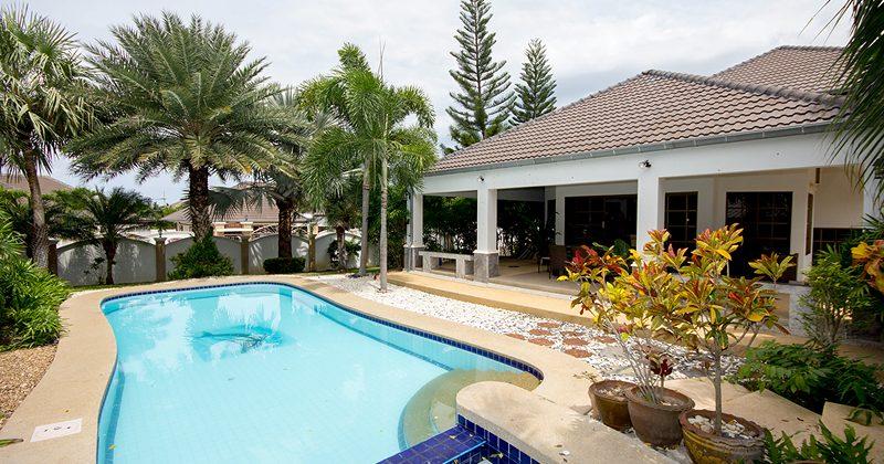 Luxury Pool House With Large Plot Of Land (30436)