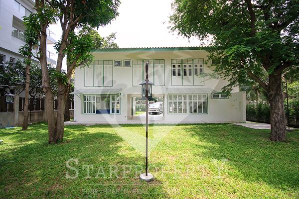 Beautiful Thai House Near the Beach (30385)