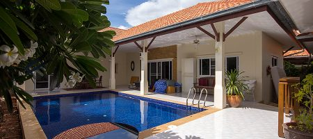 4 Bedroom Bungalow with a Pool for Rent (30623)