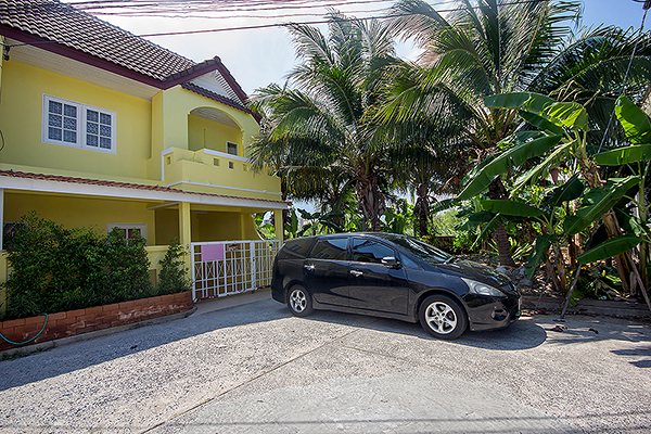 Beautiful Town Home For Rent  (30599)
