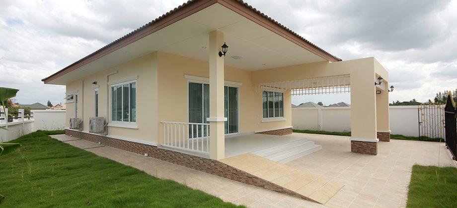 Beautiful Villa with Large Community Pool (11327)