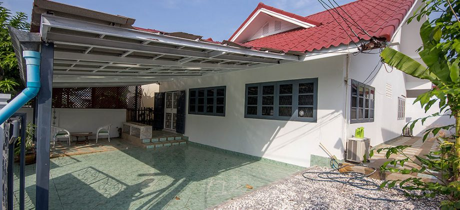 Bungalow in Hua Hin Town for Rent (30664)