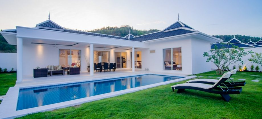 Exclusive Bungalow For Rent at Falcon Hill  (30685)