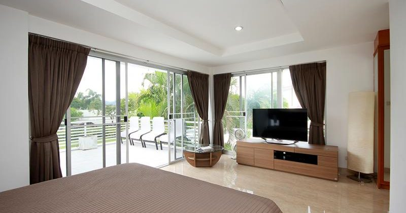 Modern House at Palm Hills Golf Course with Golf Membership (11310)