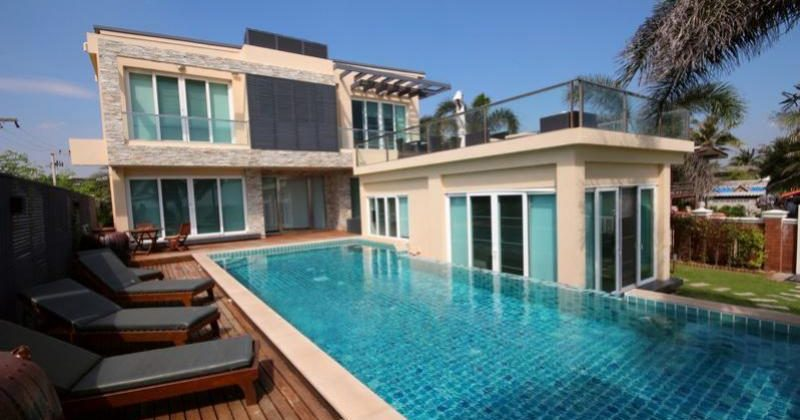 Beach Front 2 Storey With Lovely Pool (30494)