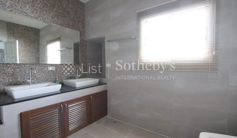 List-Sotheby-International-Realty-View-Point-94-Jomtien-Pool-Villa-bathroom2