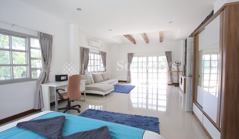 List-Sotheby-International-Realty-View-Point-94-Jomtien-Pool-Villa-bedroom2
