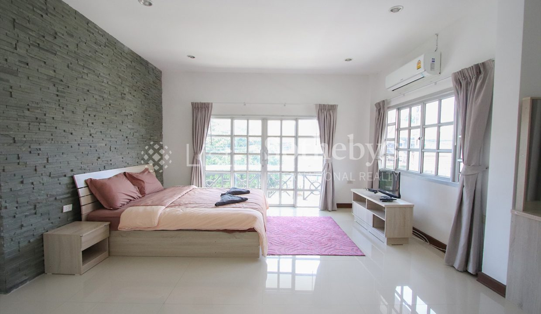 List-Sotheby-International-Realty-View-Point-94-Jomtien-Pool-Villa-bedroom3