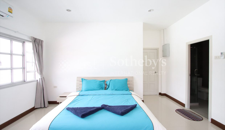 List-Sotheby-International-Realty-View-Point-94-Jomtien-Pool-Villa-bedroom5