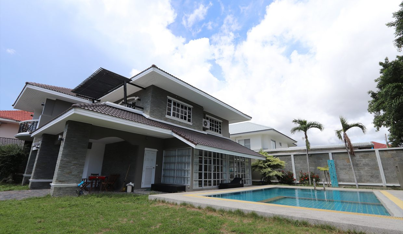 List-Sotheby-International-Realty-View-Point-94-Jomtien-Pool-Villa-exterior4