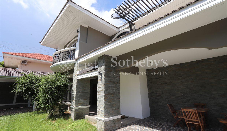 List-Sotheby-International-Realty-View-Point-94-Jomtien-Pool-Villa-exterior5