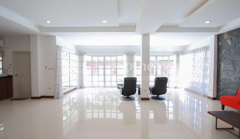List-Sotheby-International-Realty-View-Point-94-Jomtien-Pool-Villa-interior2
