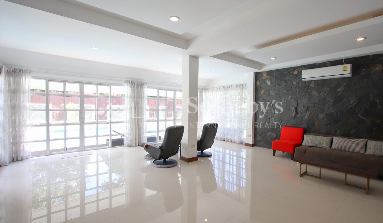 List-Sotheby-International-Realty-View-Point-94-Jomtien-Pool-Villa-interior3