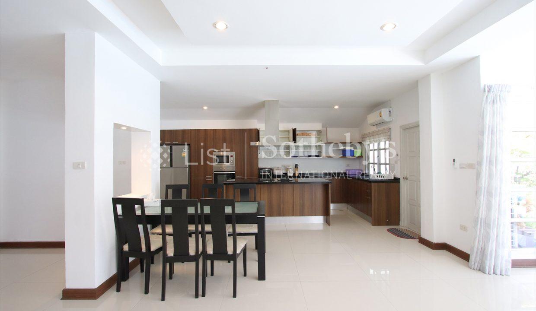 List-Sotheby-International-Realty-View-Point-94-Jomtien-Pool-Villa-kitchen1