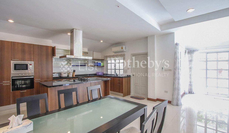 List-Sotheby-International-Realty-View-Point-94-Jomtien-Pool-Villa-kitchen2