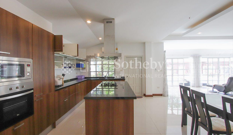 List-Sotheby-International-Realty-View-Point-94-Jomtien-Pool-Villa-kitchen3