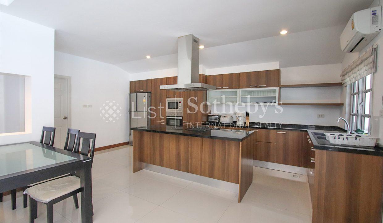 List-Sotheby-International-Realty-View-Point-94-Jomtien-Pool-Villa-kitchen4