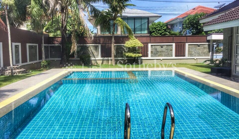 List-Sotheby-International-Realty-View-Point-94-Jomtien-Pool-Villa-pool1