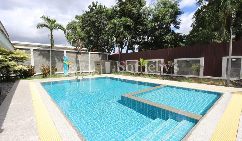 List-Sotheby-International-Realty-View-Point-94-Jomtien-Pool-Villa-pool2