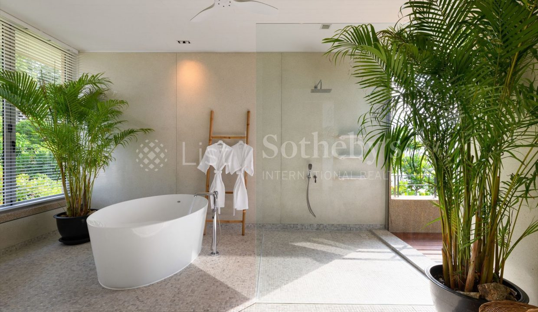 List-Sothebys-International-Realty-Five-Islands-Estate-bathroom2_1800x1200_display