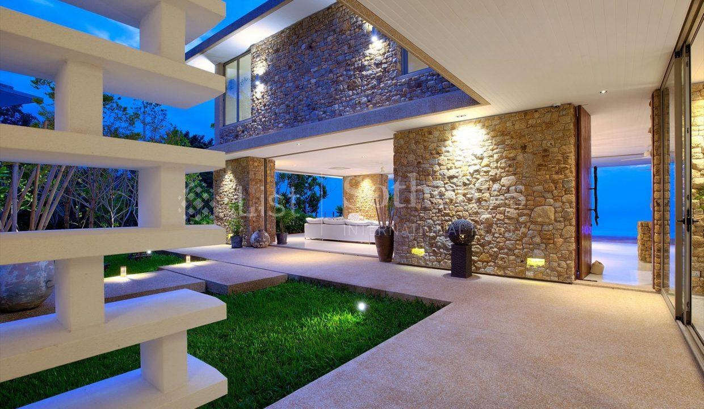 List-Sothebys-International-Realty-Five-Islands-Estate-corridor2_1800x1200_display