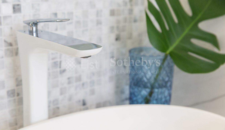 List-Sothebys-International-Realty-Villa-for-sale-Oasis-Bijou-Samui-bathroom
