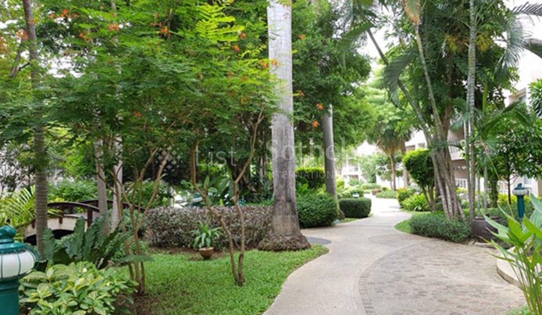list-sothebys-international-realty-thailand-condo-for-rent-Baan-Sansaran-Condominium-garden