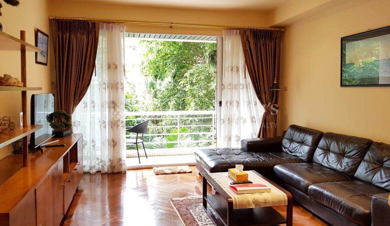 list-sothebys-international-realty-thailand-condo-for-rent-Baan-Sansaran-Condominium-livingroom