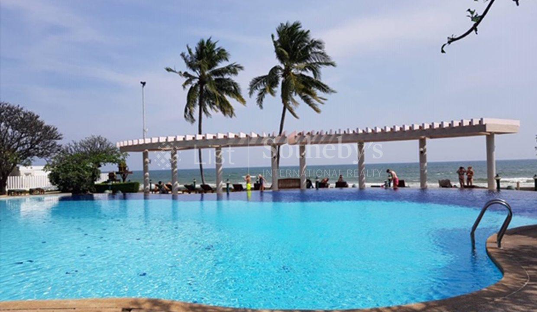 list-sothebys-international-realty-thailand-condo-for-rent-Baan-Sansaran-Condominium-pool-03
