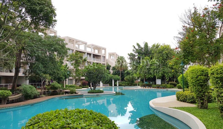 list-sothebys-international-realty-thailand-condo-for-rent-Baan-Sansaran-Condominium-pool