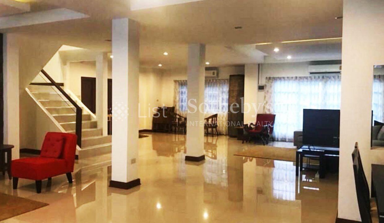 list-sothebys-international-realty-thailand-condo-for-sale-Villa-Pattaya-livingroom-03